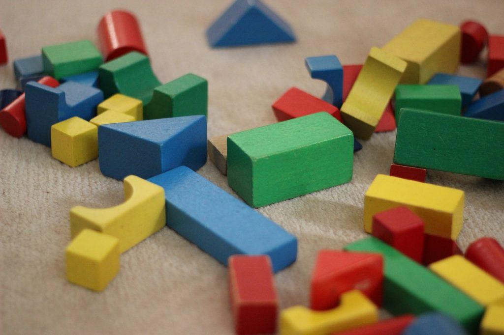 pädagogisch-wertvolles-holzspielzeug.jpg